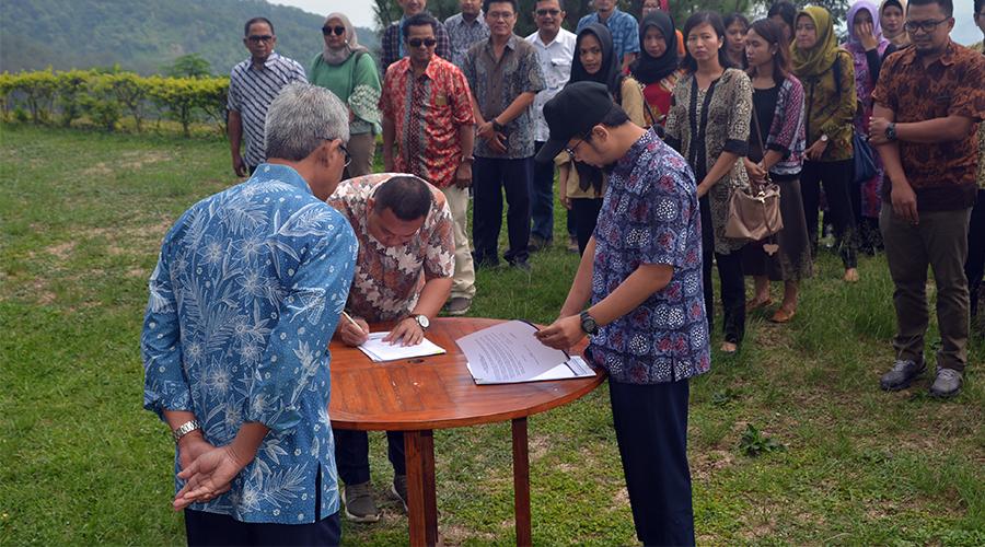Penandatanganan Pakta Integritas Karyawan PT Trans Marga Jateng